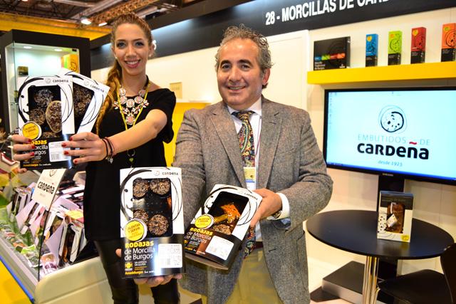 Roberto da Silva y su hija, Sara, en el Salón de gourmets con la morcilla de quinta gama