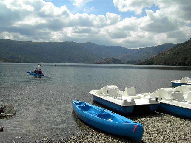 Alquiler de patines y canoas en lago de Sanabria Fuente: www.elmiradordesanabria.com