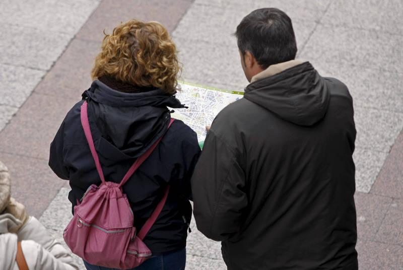 pareja haciendo turismo en castilla y leon Fuente: www.heraldodesoria.es
