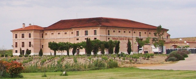 Fachada de la Bodega Castelo de Medina - Destino Castilla y León