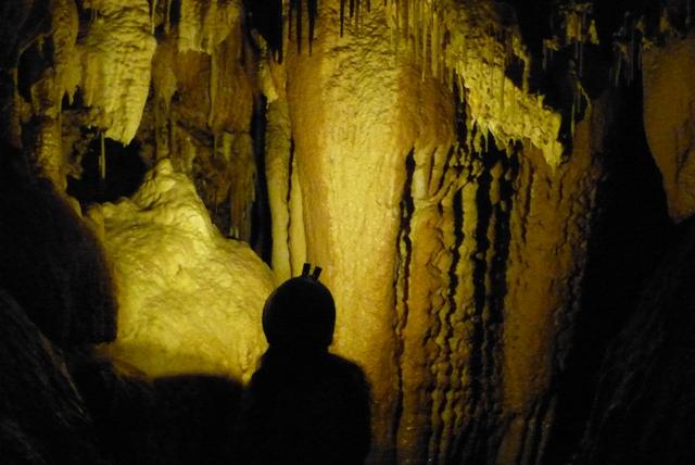 Interior de la Cueva de Fuentemolinos - Destino Castilla y León