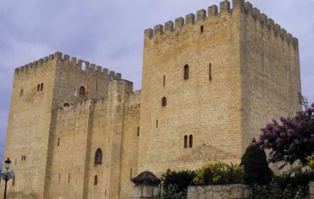 Alcazar de los Contestables de Castilla - Destino Castilla y León