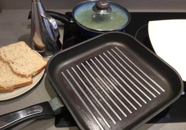 Solomillo con salsa española - Preparamos las tostas - Destino Castilla y León