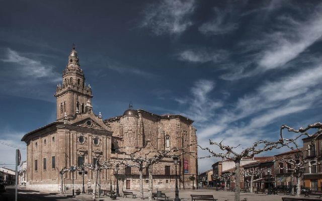 Iglesia de los Santos Juanes de Nava del Rey - Destino Castilla y León