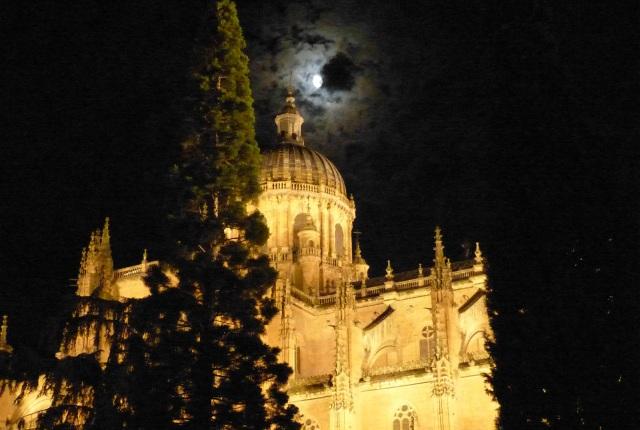 Salamanca nocturno, la Catedral - Destino Castilla y León