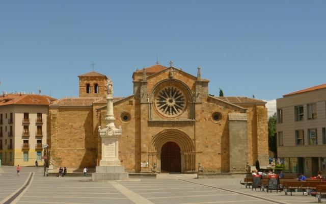 Plaza del Mercado Grande de Ávila - Destino Castilla y León