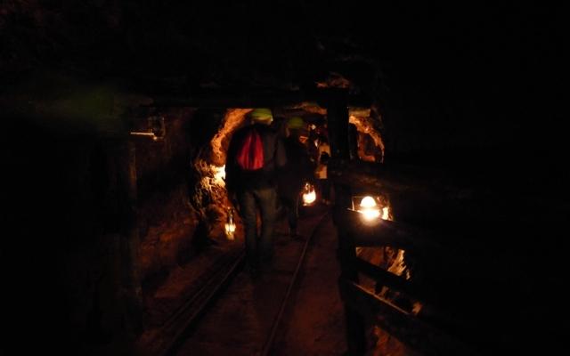 Caminando por la mina a oscuras - Destino Castilla y León