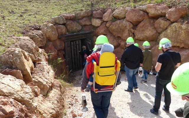 Bajada a la mina de hierro - Destino Castilla y León