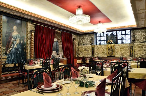 Salones del Restaurante La Parrilla de San Lorenzo - Destino Castilla y León