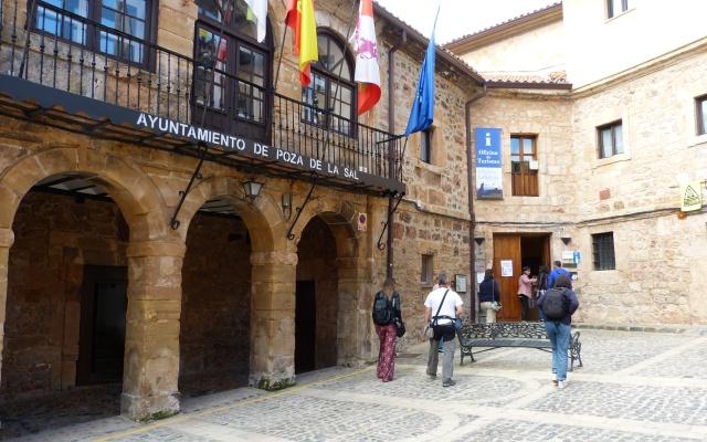 Ayuntamiento y Centro de interpretación Felix Rodriguez de la Fuente - Destino Castilla y León