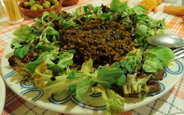 Comer en el Bodegón el Ciervo - Ensalada de morcilla - Destino Castilla y León