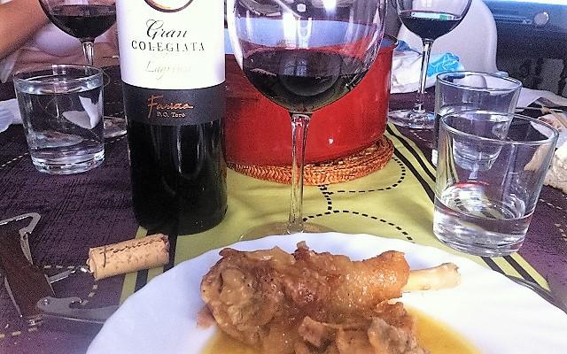 Maridaje del Gran Colegiata Lágrima de Bodegas Fariñas con pollo de corral - Destino Castilla y León
