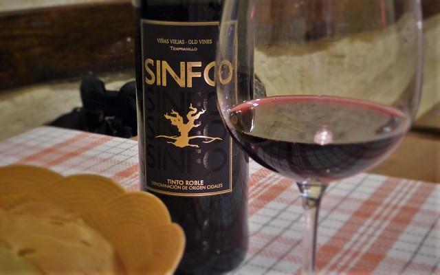 Comer en el Bodegón el Ciervo - Vino Cepas Viejas de Sinfo - Destino Castilla y León