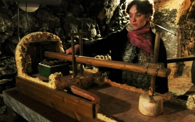 Maqueta funcional de una prensa tradicional de vino - Destino Castilla y León