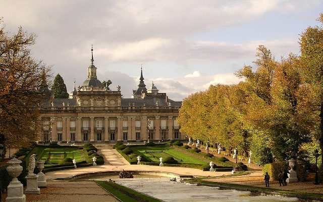 Palacio de La Granja de San Ildefonso en otoño - Imagen de fondosblackberry