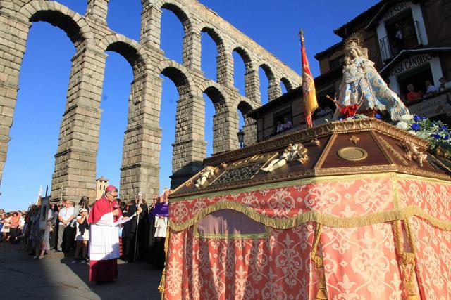 27-09-15 Segovia. Bajada de la Virgen de la Fuencisla desde la Catedral a su santuario.
