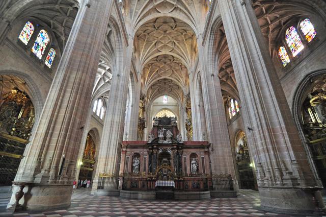 interior-de-la-catedral-de-segovia