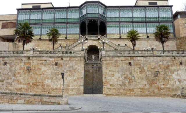 Fachada exterior sur al Museo Casa Lis - Imagen de In ArQadia
