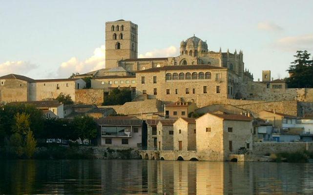 Catedral de Zamora dominando el río Duero - Imagen del CD. Zamora