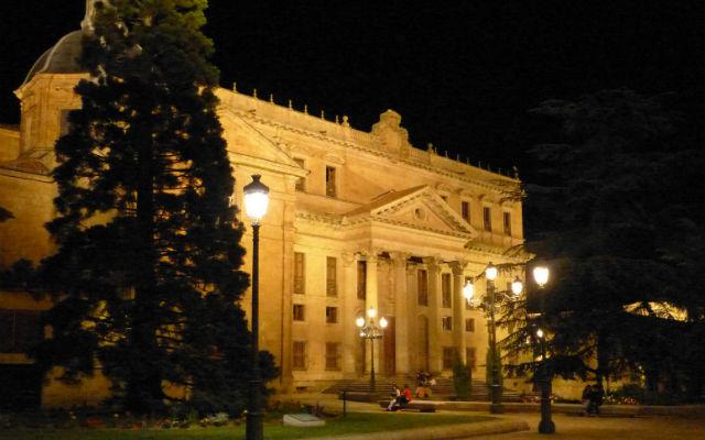 Palacio de Anaya nocturno - Destino Castilla y León