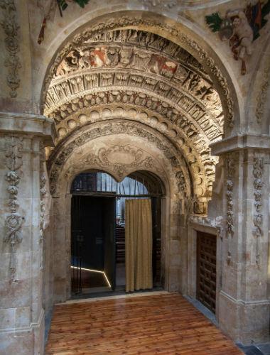 Entrada al templo de San Martín de Salamanca - Imagen de la Fundación Sta. María la Real