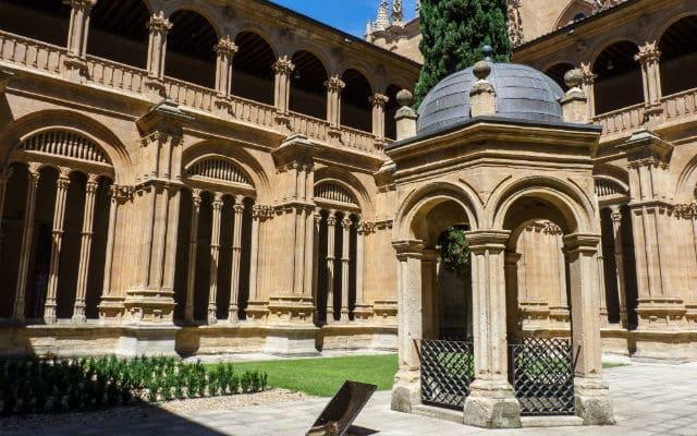 Claustro del Convento de San Esteban - Imagen de thousandwonders