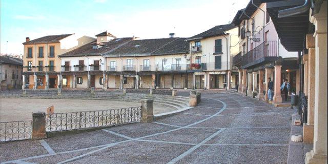 Plaza mayor de Riaza - Imagen de Casas Rurales de Navarra
