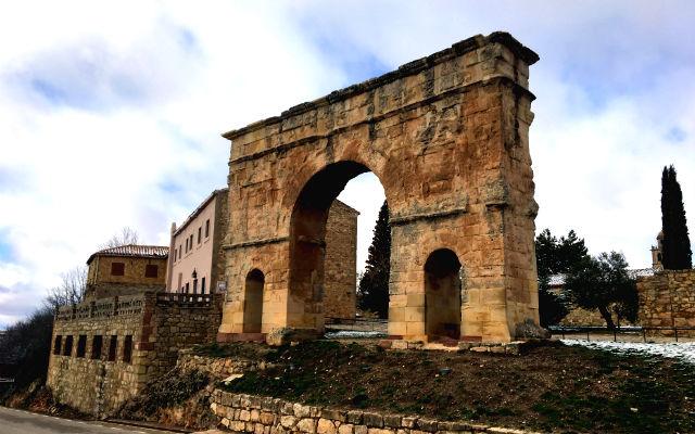 Arco romano de Medinaceli - Destino Castilla y León
