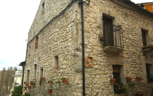 Fachada del Mesón Casa Rural Maryobeli - Destino Castilla y León