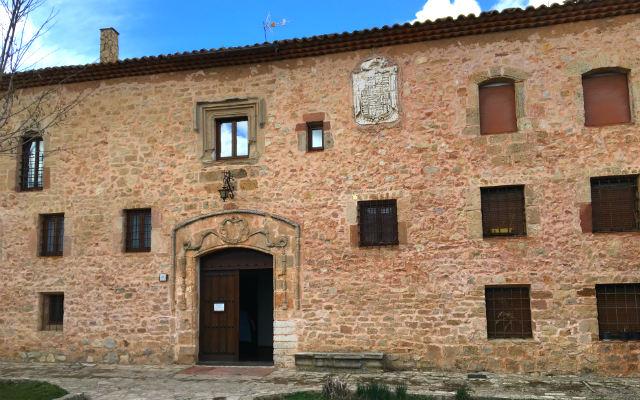 Fachada del Convento de Santa Isabel, donde podéis comprar dulces las monjas - Destino Castilla y León