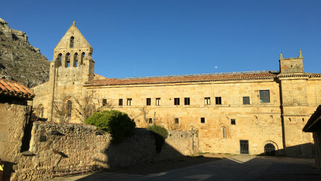 Fachada Monasterio Santa María la real de Aguilar de Campoo Palencia - Destino Castilla y León