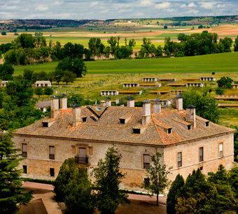 Casona original del Duque de Lerma, sede de las bodegas Prado Rey