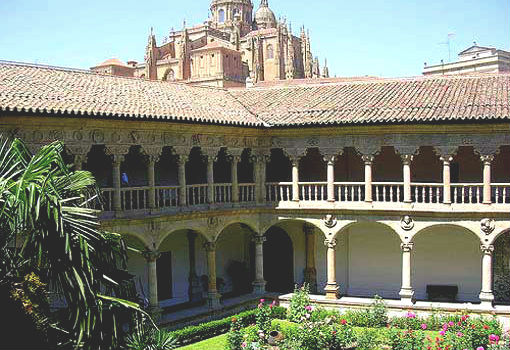 Claustro del convento de Las Duenas - Imagen de UrbeSalamanca