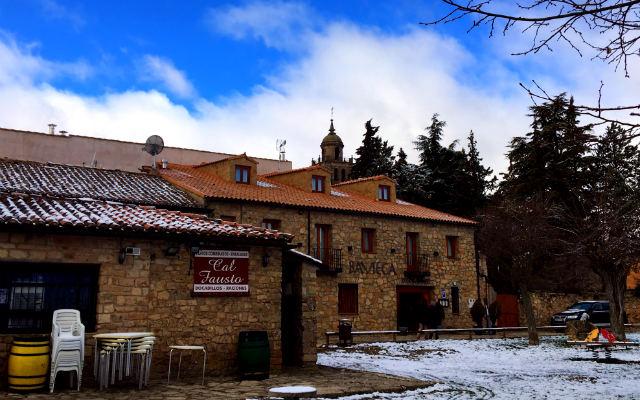 Calle Campo de San Nicolás, donde hay varios restaurantes donde tomar algo - Destino Castilla y León
