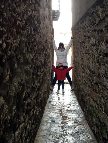 Callejuelas estrechas que van a la dar a la plaza mayor de Medinaceli - Destino Castilla y León