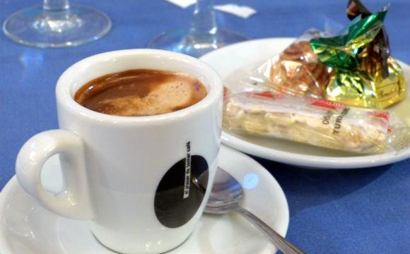 Un café en el Rincón Charro, con unos dulce de cortesía - Destino Castilla y León
