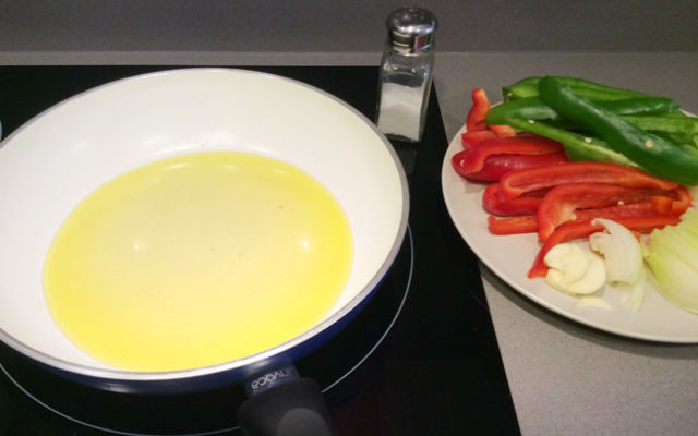 Troceamos la verdura y preparamos para pochar - Destino Castilla y León