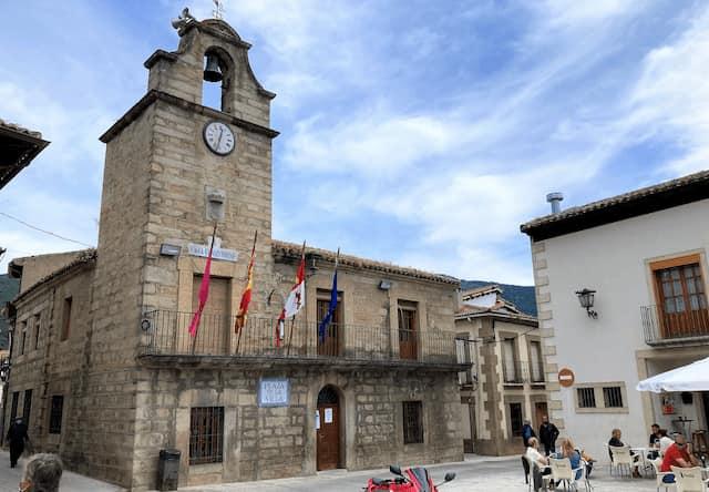 Plaza de la Villa y Ayuntamiento de La Adrada - Destino Castilla y León