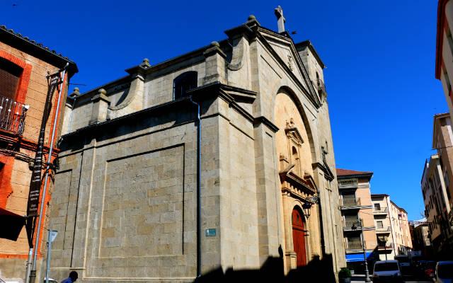 Iglesia de Santa María de la Asunción de Guijuelo de estilo neoherreriano - Destino Castilla y León