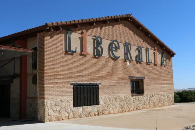 Exterior de las instalaciones de la bodega - Destino Castilla y León