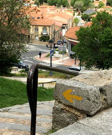 Flecha del Camino de Levante a la salida de Ávila - Destino Castilla y León