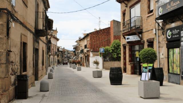 Inicio de la Calle Larga de La Adrada - Destino Castilla y León