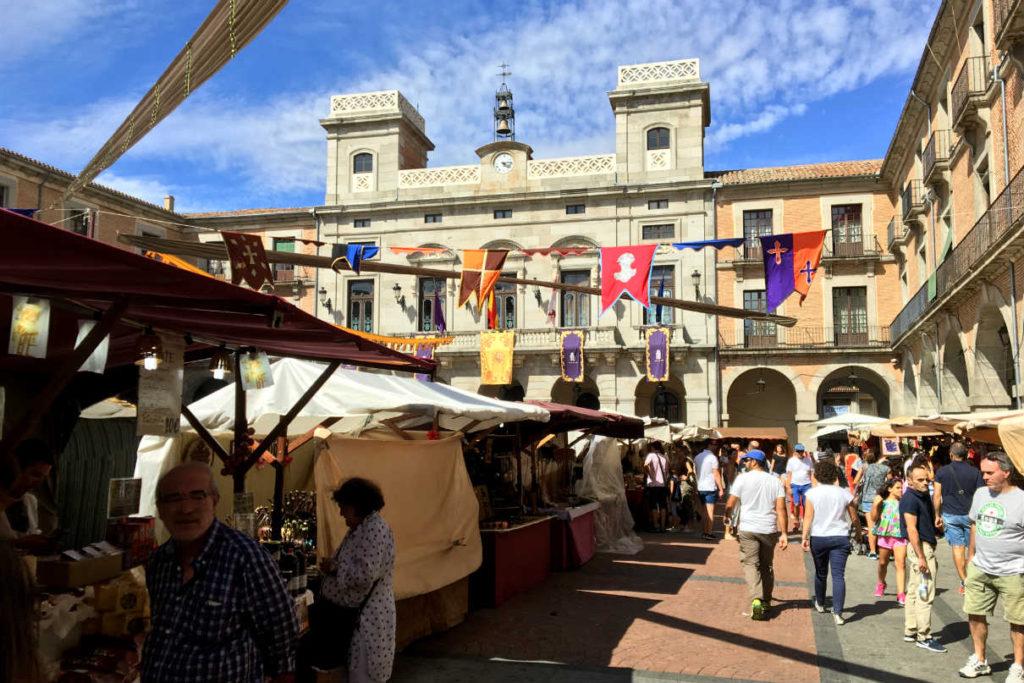 Plaza del Mercado Chico en ÁvilaMedieval 2017 - Destino Castilla y León