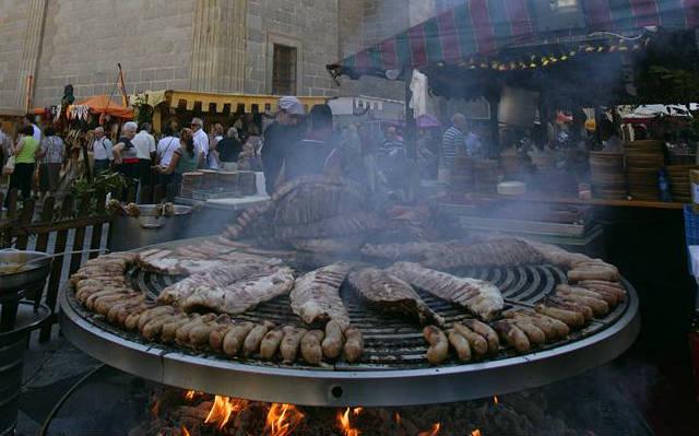 Puesto de comida en el mercado de Ávila