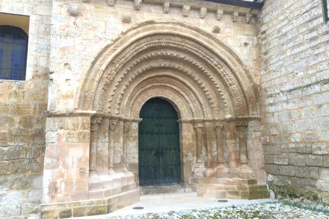 Portada de entrada de San Miguel de Trigueros del Valle - Destino Castilla y León