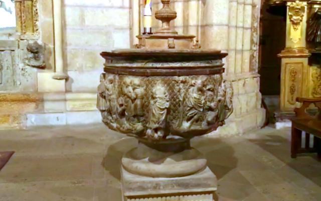 Pila bautismal de la Capilla de Santa Lucia - Destino Castilla y León