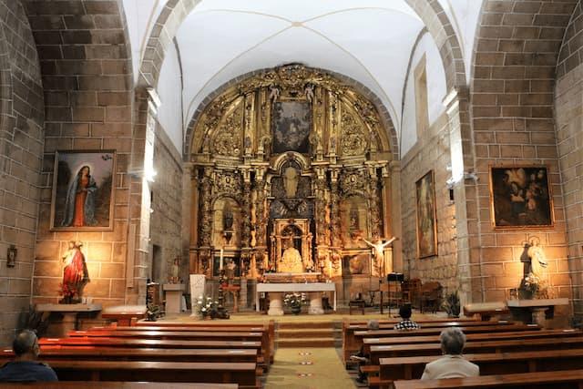 Interior de la Iglesia del Salvador de La Adrada - Destino Castilla y León