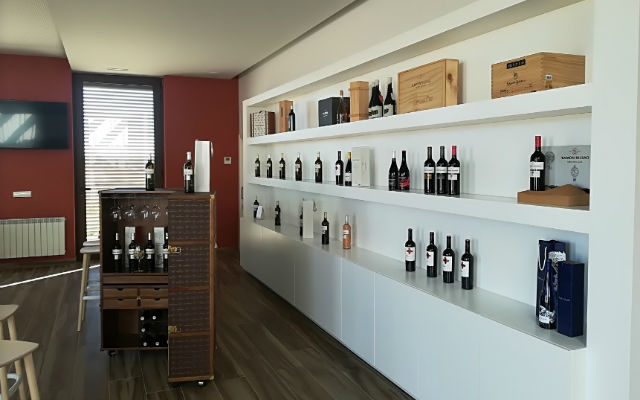 Centro de recpeción visitantes, donde puedes disfrutar de los vinos de Ramón Bilbao - Destino Castilla y León