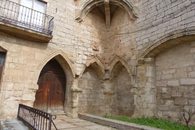 Restos de un iglesia gótica reusada como fachada de una vivienda en Toro - Destino Castilla y León