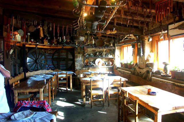 Restaurante Mesón Cueva del Cobre - Imagen de Brañosera